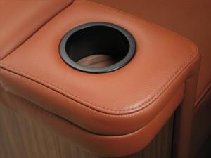 installateur home cinéma : fauteuil simple porte gobelet
